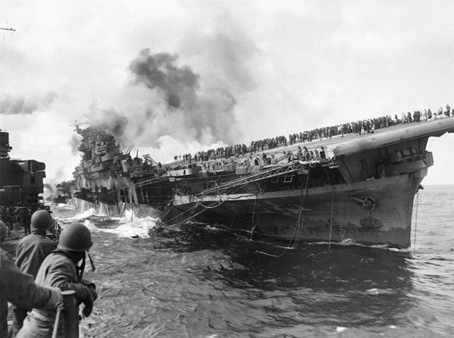 Attack_on_carrier_USS_Franklin_19_March_1945.jpg