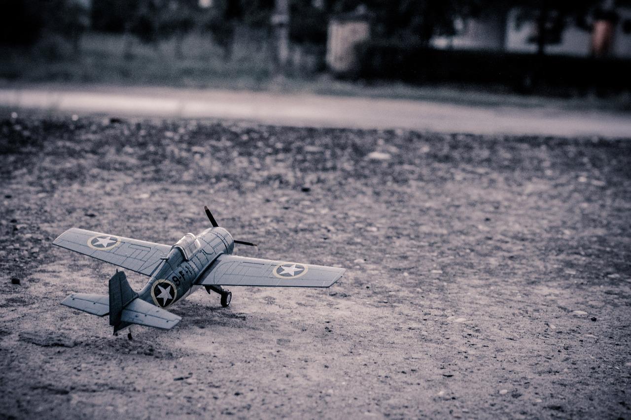 model-aircraft-384868_1280.jpg