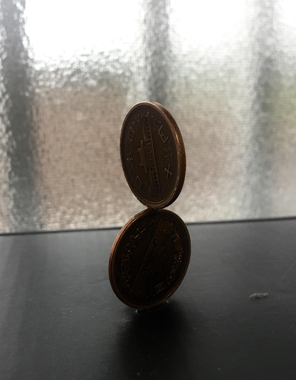 積まれた10円玉