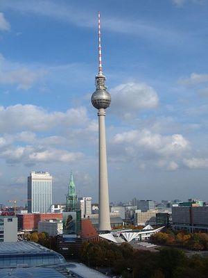 450px-Berliner_Fernsehturm_from_Berliner_Dom.jpg