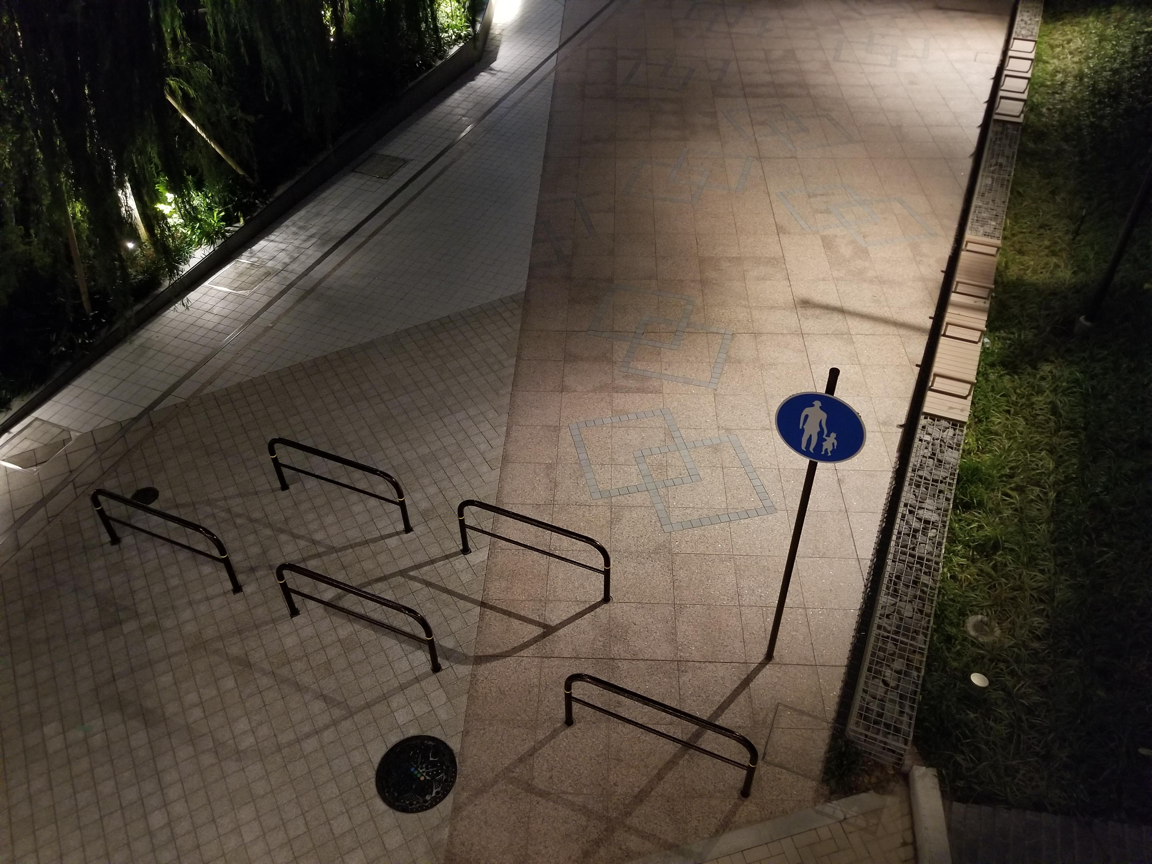 夜中の標識.jpg