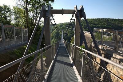 s_longest-pedestrian-suspension-bridge-2363631_640.jpg